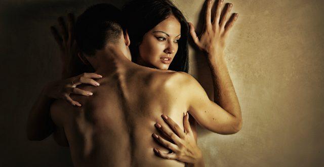 Μήπως απολαμβάνει να κάνει σεξ με άλλη; Τα 9… ύποπτα σημάδια!